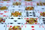 Cartes, poker, valets de cœur, dame de pique, cinq de trèfle, roi de trèfle